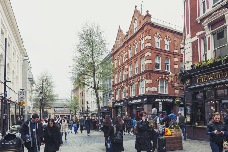 Ковент Гарден, популярные покупки и туристическое место с историческими зданиями, театрами и объектами развлечений в Лондоне стоковые фото