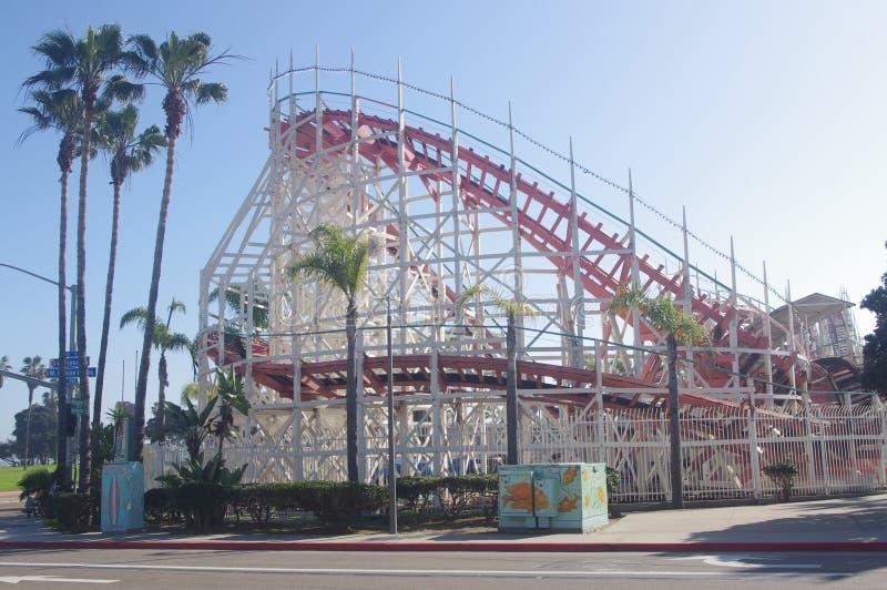 Ковш Сан-Диего гигантский на взморье Belmont Park стоковые фотографии rf