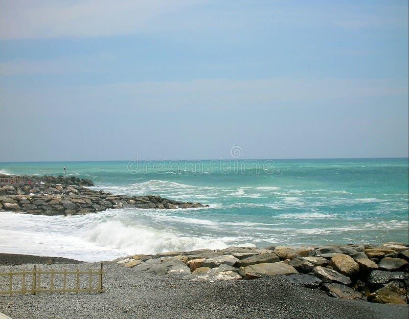Когда море встречает реку стоковое фото rf