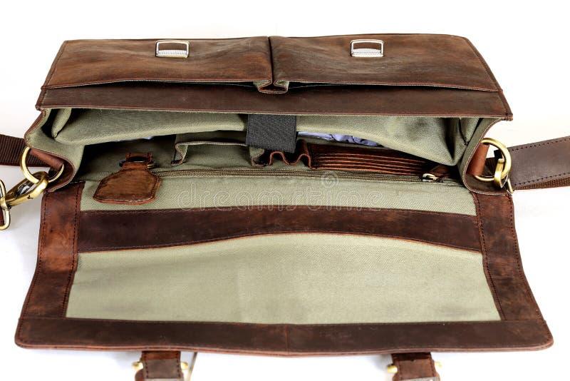 Кожаная сумка на белизне стоковое изображение