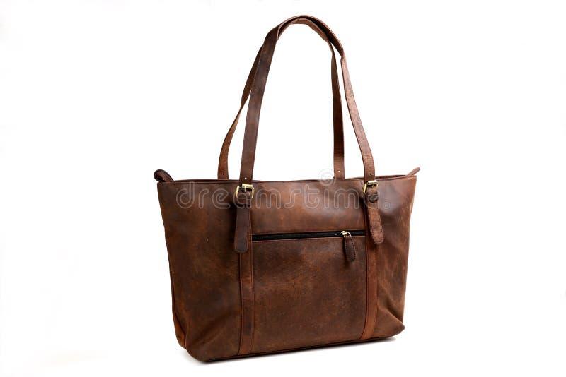 Кожаная сумка на белизне стоковые фотографии rf