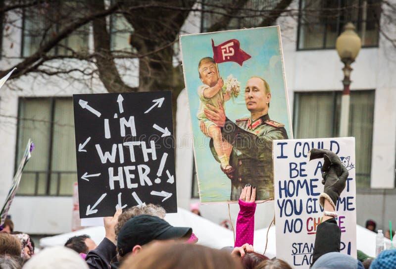 Козырь младенца и плакат Путина - DC в марте - Вашингтоне женщин стоковое изображение
