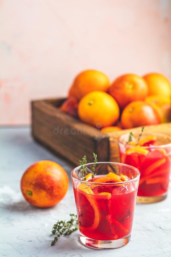 Коктеиль Маргариты апельсина крови с льдом и тимианом стоковая фотография rf