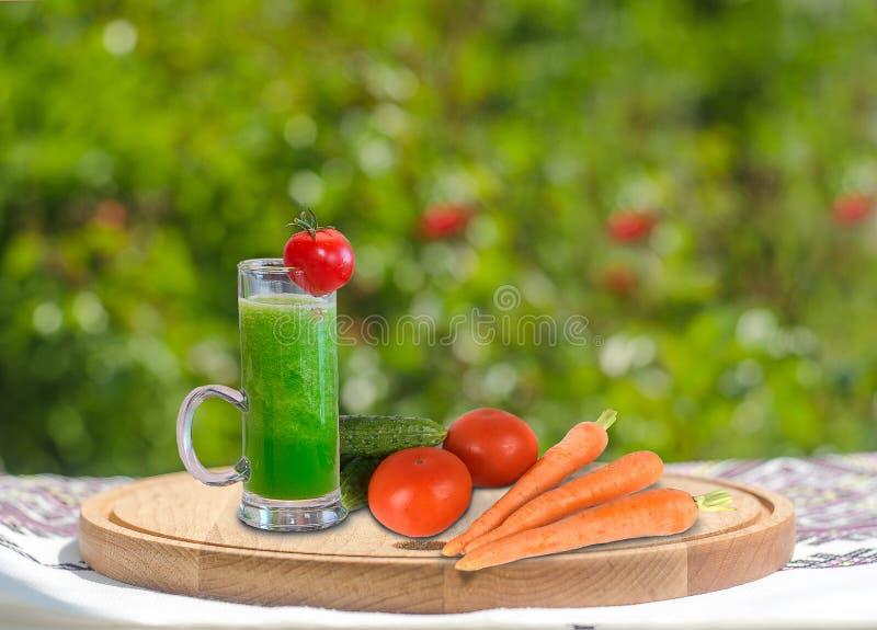 Коктеиль витамина с овощами стоковое изображение rf