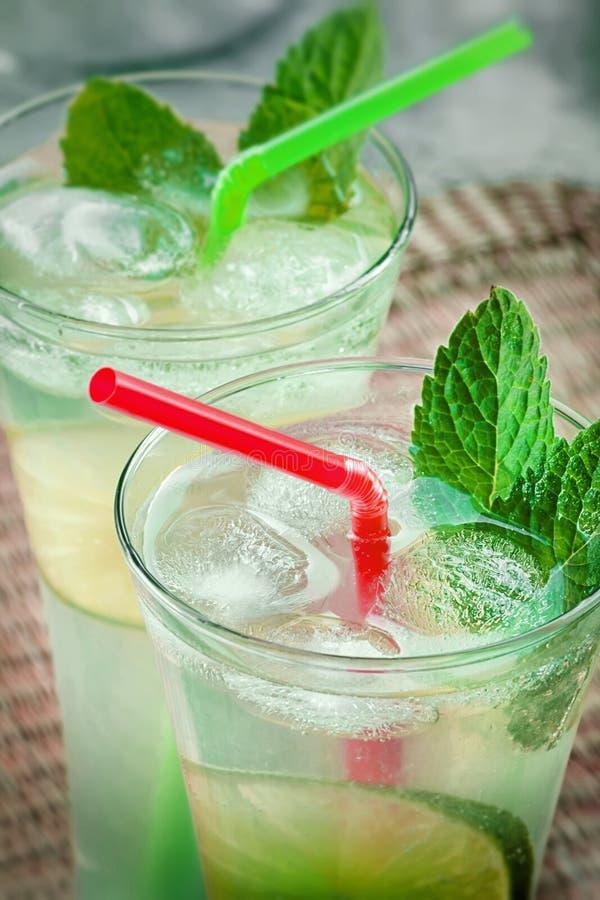 Коктеиль питья известки Mojito стоковое фото