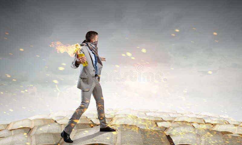 Download Коктейль Молотоваа бизнесмена бросая Мультимедиа Стоковое Фото - изображение насчитывающей компоситов, сопротивление: 81808382