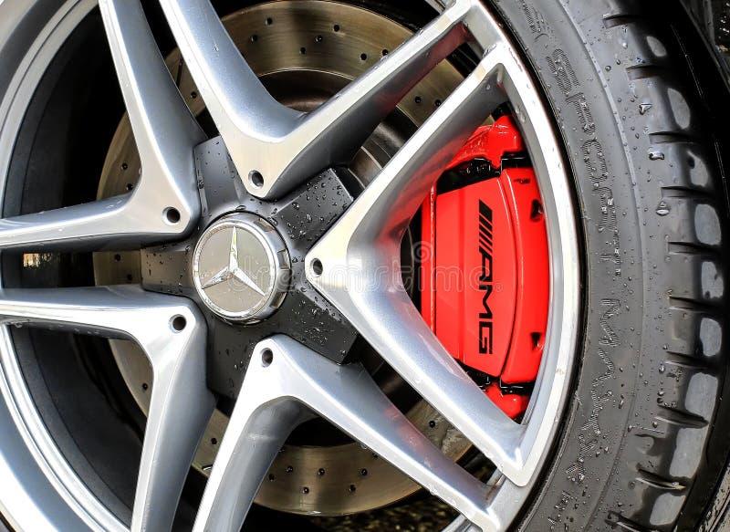 Колесо 2015 и тормоз Мерседес-Benz C63S AMG стоковая фотография rf
