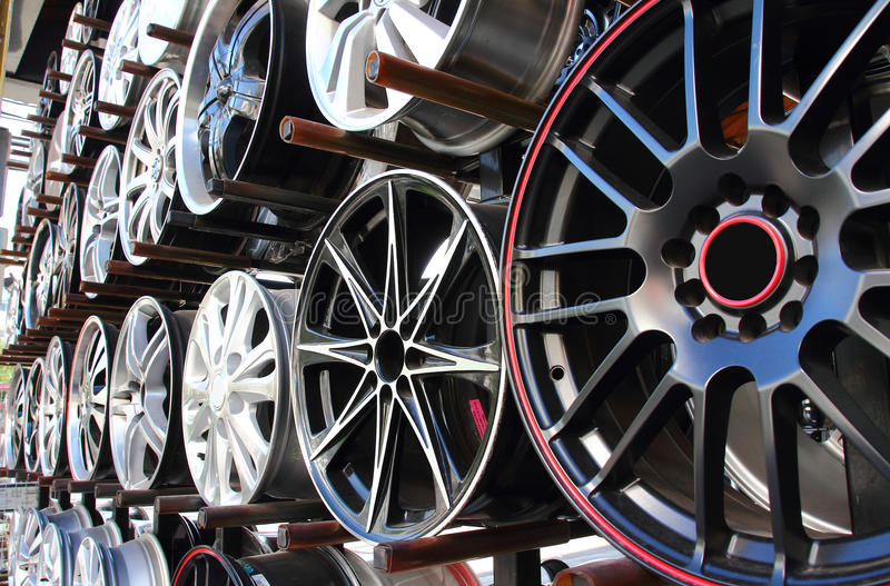 колесо магазина автомобиля сплава стоковая фотография
