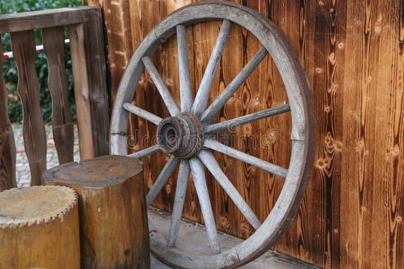 Колесо/старое деревянное колесо стоковое изображение