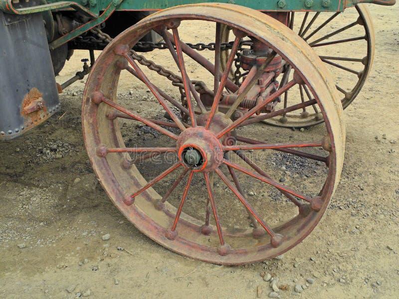колесо трактора пара двигателя ретро стоковые фотографии rf