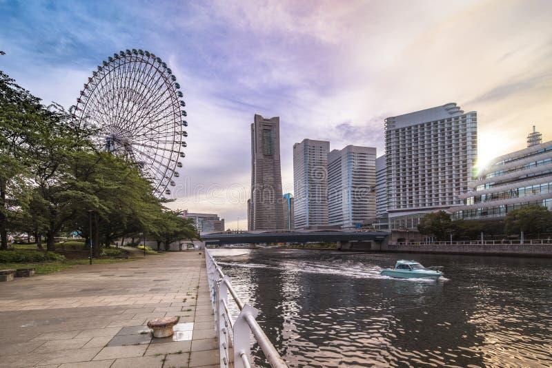 Колесо часов 21 Cosmo большое на тематическом парке мира Cosmo в Minato стоковые изображения rf