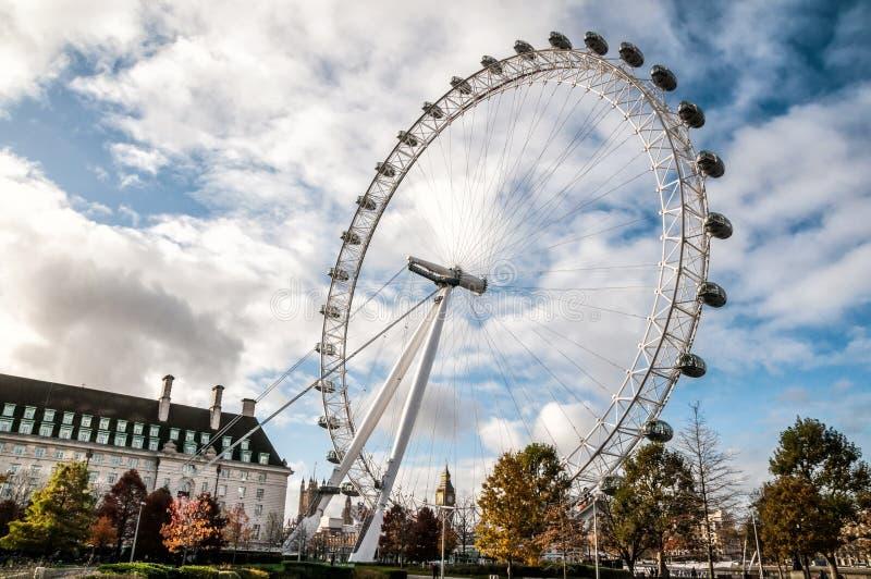 Колесо Ferris глаза ЛОНДОНА - Лондона стоковые изображения rf