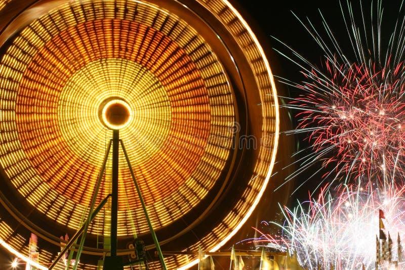 Колесо Ferris и феиэрверки стоковое фото rf