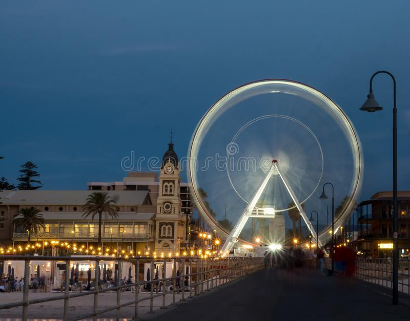 Колесо Ferris на пляже Аделаиды стоковые фотографии rf