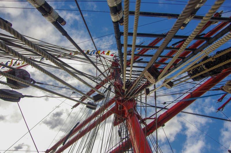 Колесо Ferris на предпосылке голубого неба стоковые фото