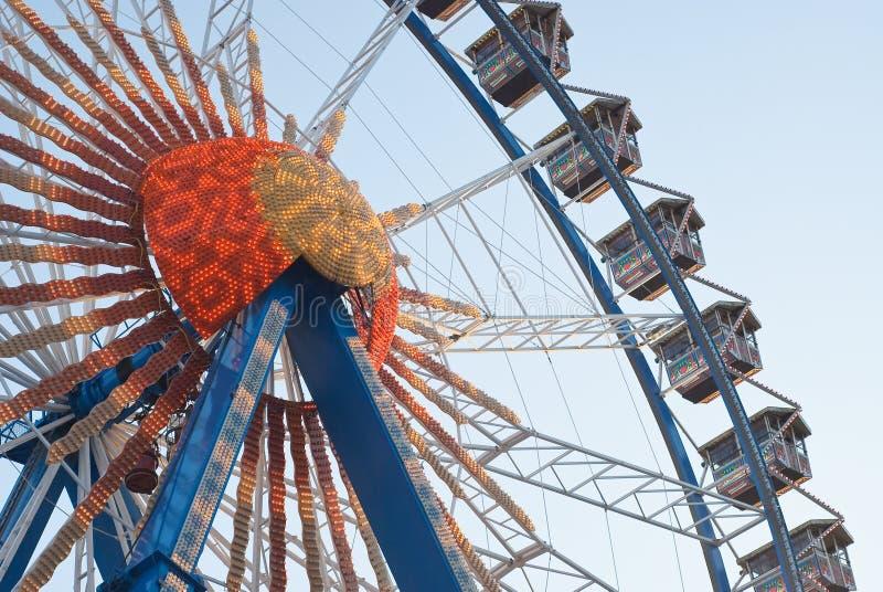 Колесо Ferris с светами стоковые фотографии rf