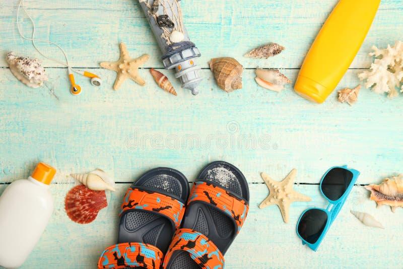 Коллаж аксессуаров пляжа детей стоковое фото