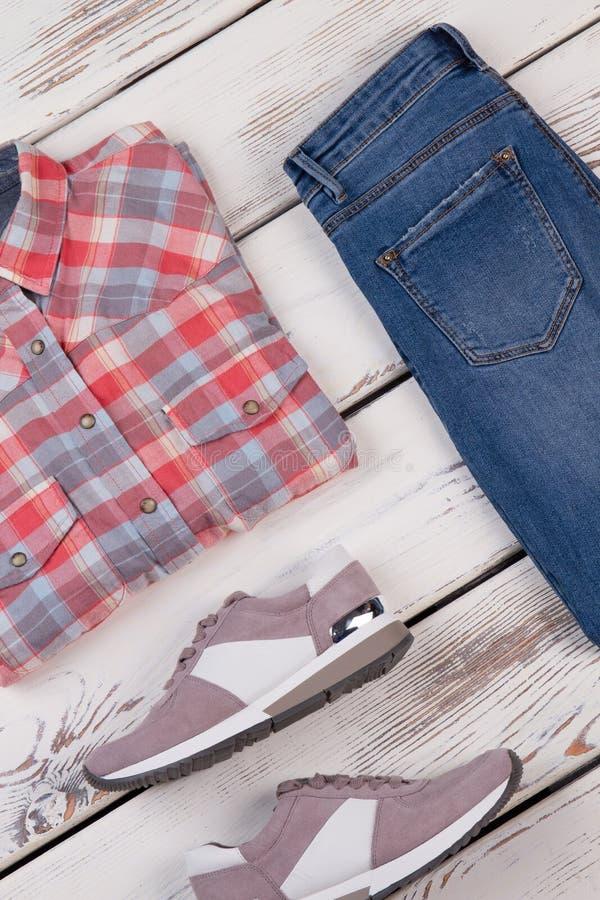 Коллаж современной одежды ` s женщин стоковые фото