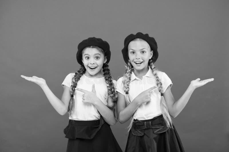 Коллеж школы элиты Образование за рубежом Приложите форму войдите международную школу Девушки друзей сестер Французский язык стоковые фото
