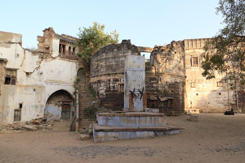 Колодец и руины Prag Mahal стоковая фотография rf
