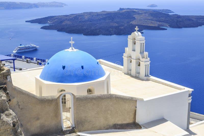 3 колокола церков Fira в Fira, Santorini, Греции стоковое изображение rf