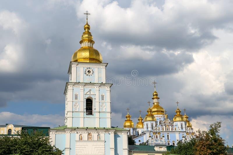 Колокольня монастыря St Michael золотого приданного куполообразную форму в Киеве, Ukrain стоковое изображение