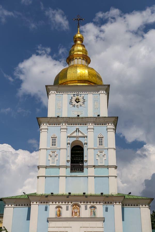 Колокольня монастыря St Michael золотого приданного куполообразную форму в Киеве, Ukrain стоковая фотография
