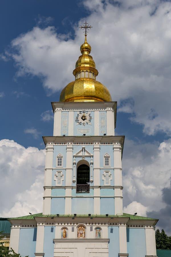 Колокольня монастыря St Michael золотого приданного куполообразную форму в Киеве, Ukrain стоковые фото