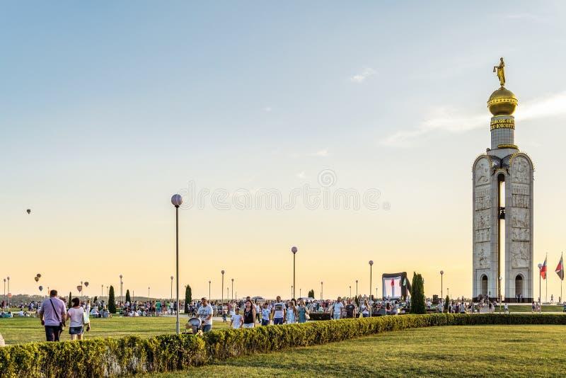 Колокольня на мемориальном сложном ` поля битвы танка поляка Prokhorovskoe ` Фестиваль ` Nebosvod аеронавтики ` Belogorie стоковые изображения rf