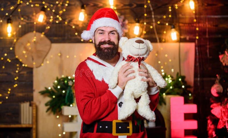 Колокольчики Рождественские Рождества ман санта-шапка зимние каникулы ожидание подарков xmas счастливый бородатый человек с медве стоковые изображения rf