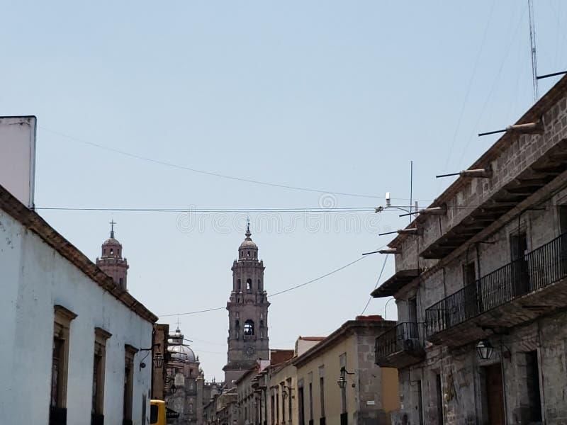 колониальная архитектура стиля в городе Morelia, Мексики стоковое фото rf