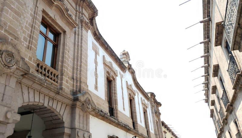 колониальная архитектура стиля в городе Morelia, Мексики стоковые фото