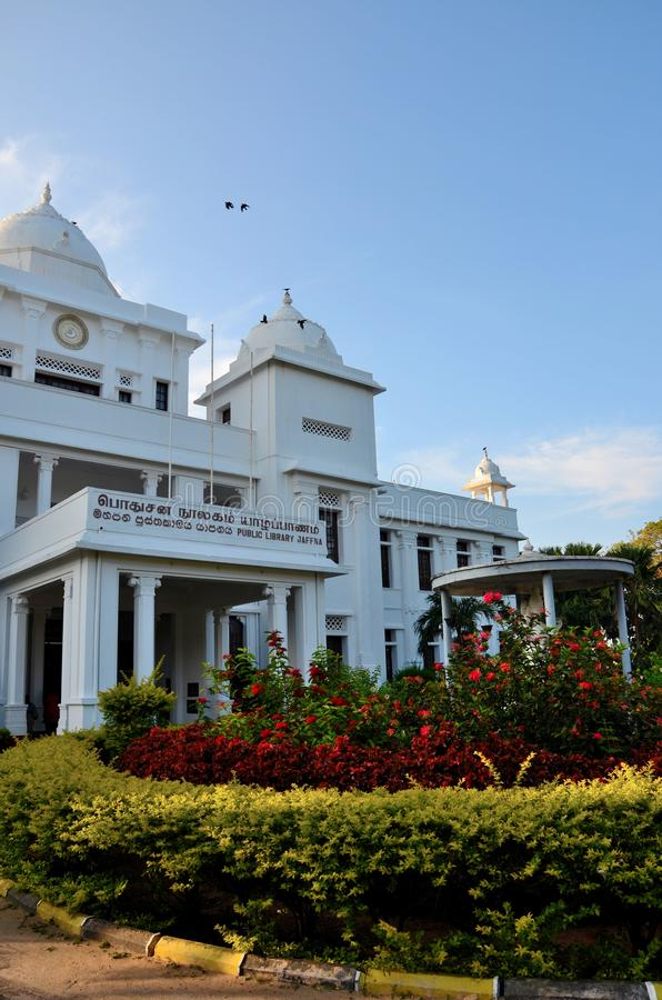 Колониальная эпоха отстраивать здание ориентир ориентира публичной библиотеки Джафны для Тамильских языков Джафны Шри-Ланки стоковые фото