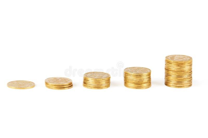 Колонки золотистых монеток стоковое изображение