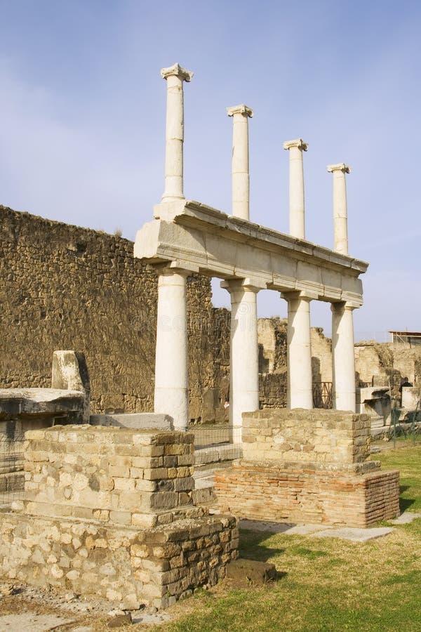 колонки pompeii базилики стоковое фото rf