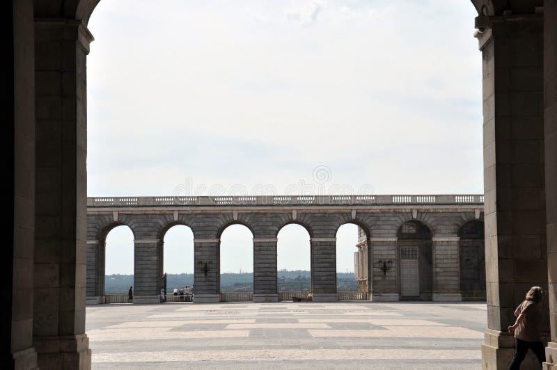 Колоннада королевского дворца в Мадриде стоковая фотография