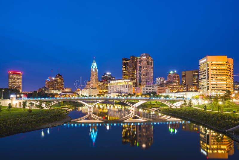 Колумбус, Огайо, США 9-11-17: красивый горизонт columbus на ноче стоковое изображение
