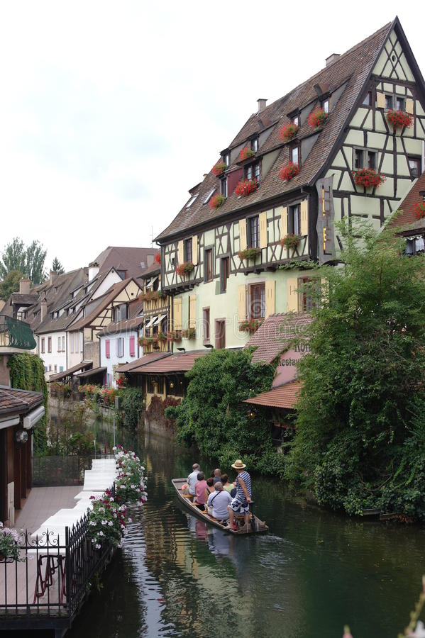 КОЛЬМАР французская деревня стоковые фото