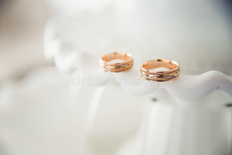 2 кольца, обручальные кольца стоковые фото