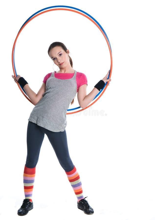 кольца удерживания гимнастики девушки стоковые фото