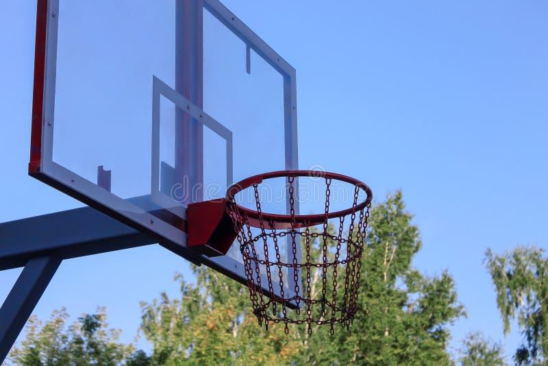 Кольцо баскетбола для баскетбольного матча улицы стоковое фото rf