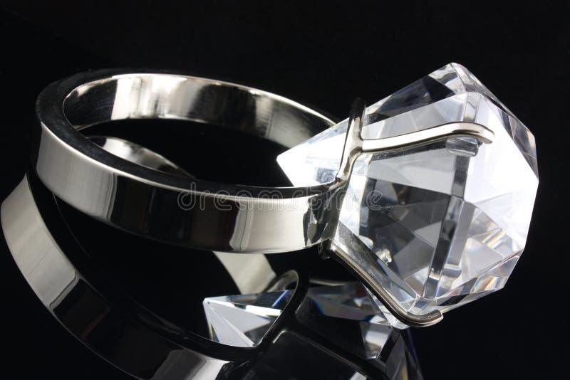 кольцо диаманта большое стоковое фото