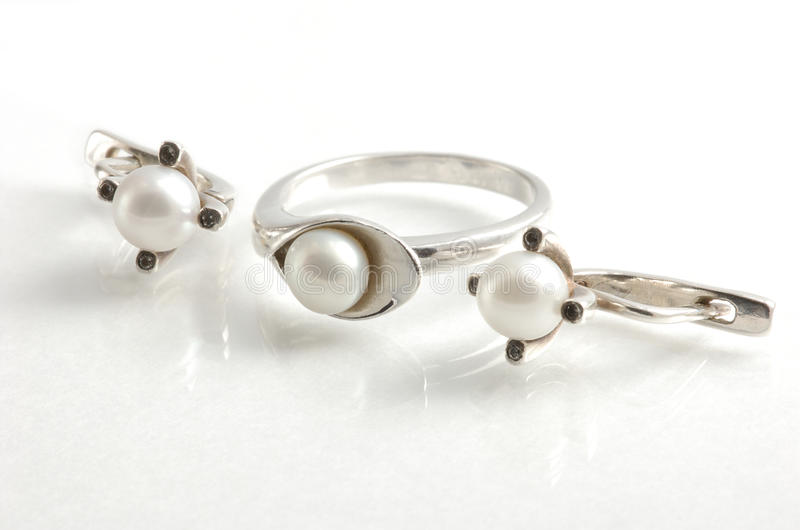 кольцо перл серег стоковое фото