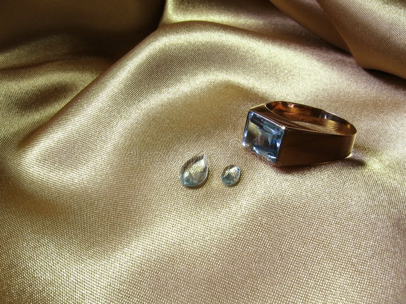 кольцо самоцветов аквамарина стоковые фотографии rf