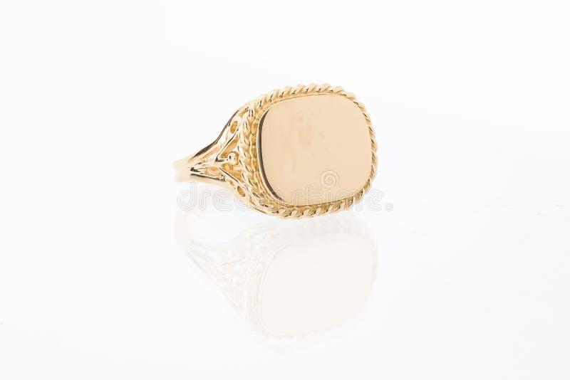 Кольцо шатона золота людей стоковое изображение rf