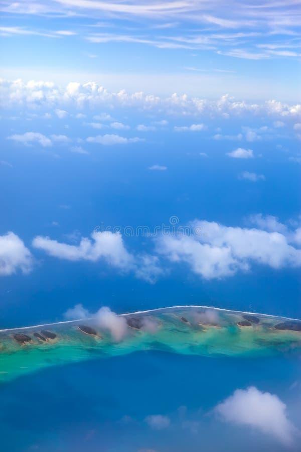 Кольцо atoll в океане стоковые фотографии rf