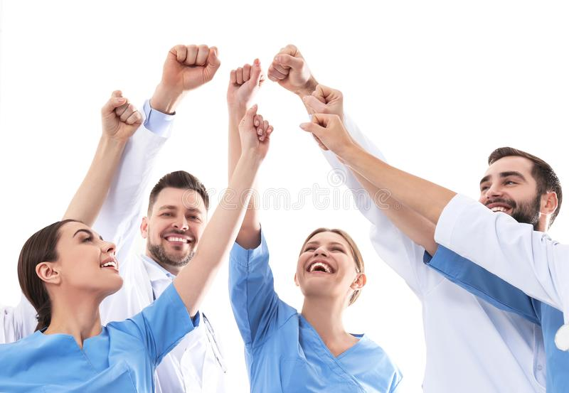 Команда врачей поднимая руки совместно Концепция единства стоковые изображения rf