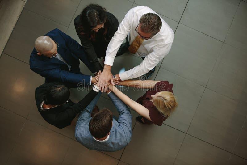 Команда дела кладя руки совместно стоковое фото rf
