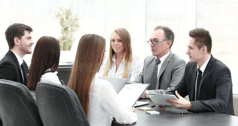 Команда дела на встрече в офисе стоковая фотография
