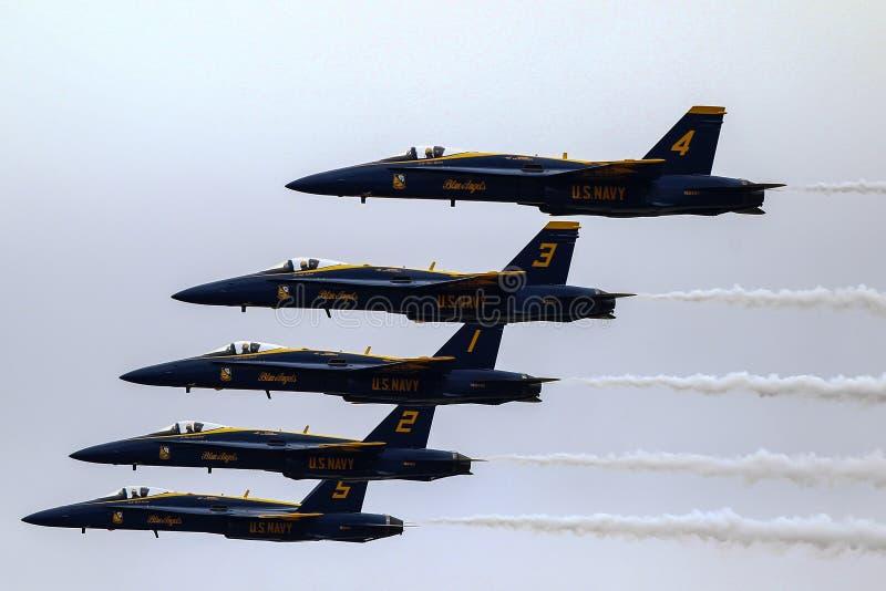 Команда демонстрации высшего пилотажа голубых ангелов стоковое изображение rf